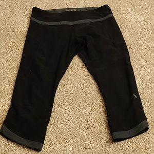 Black crop yoga pants
